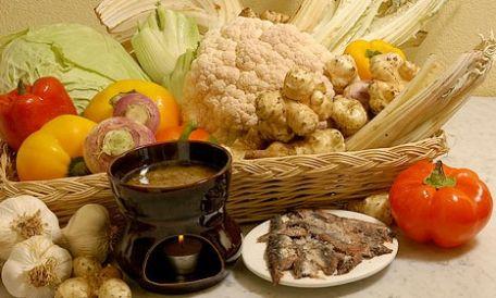 Bagna cauda italian dish of piedmontese cuisine stock foto e